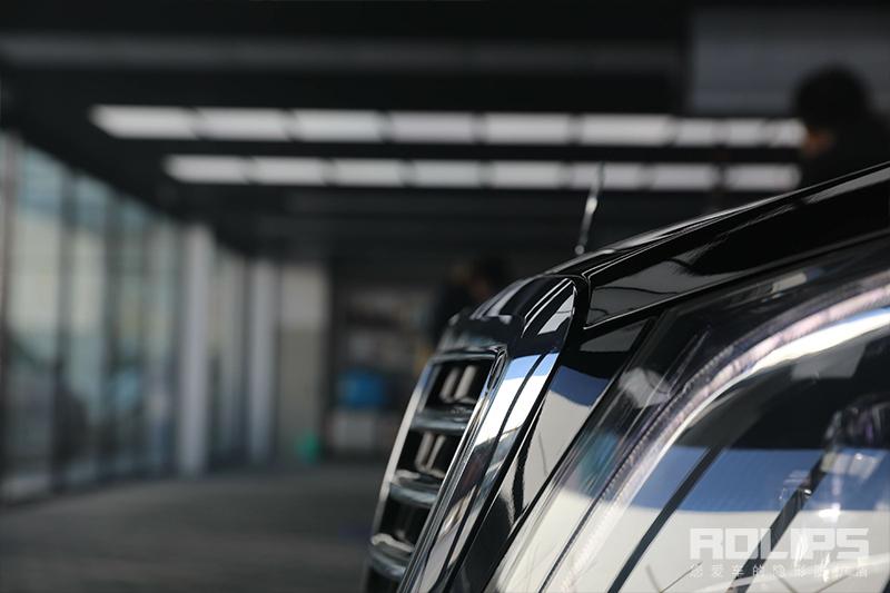 罗利普斯隐形车衣又一台完美作品!奔驰S保持时刻光洁亮丽